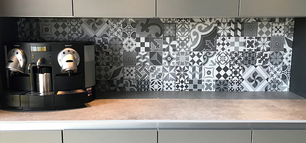 Bushboard Showroom displaying Evolve Empire Slate worksurface with Vista Casablanca Grey splashback